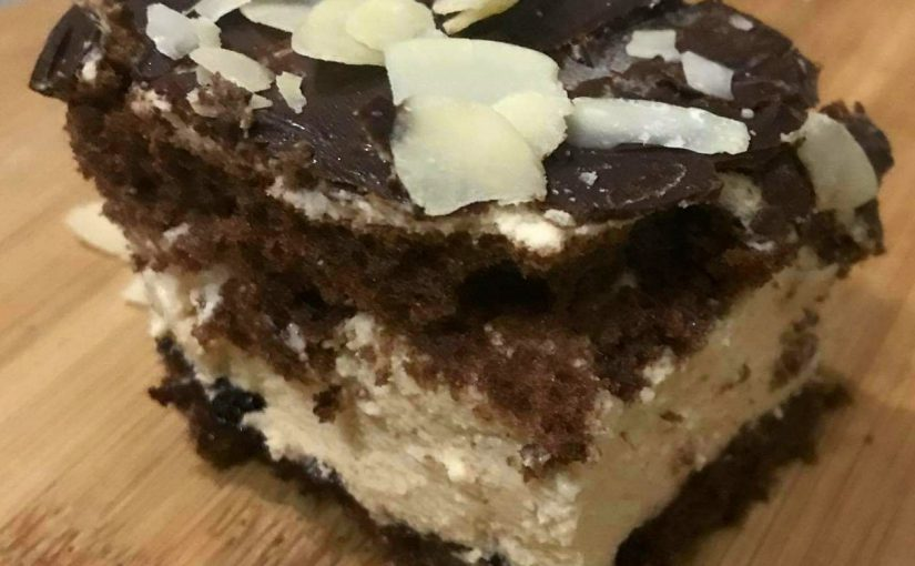 Ciasto biszkoptowe z kremem chałwowym